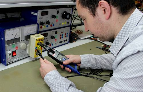 Safety test of the current-voltage tester 3610